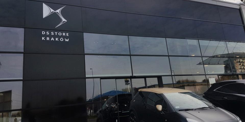 Oznakowanie salonu samochodowego DS Store Kraków