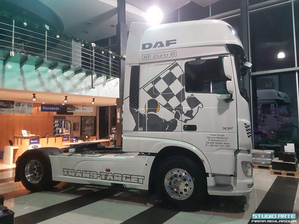 Oklejanie ciężarówek folią